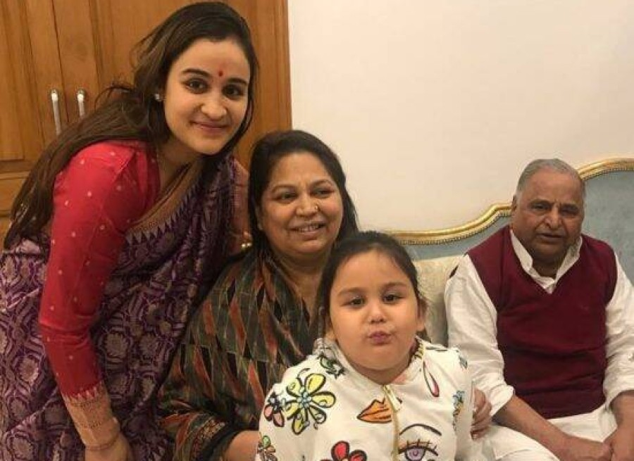 mulayam wife