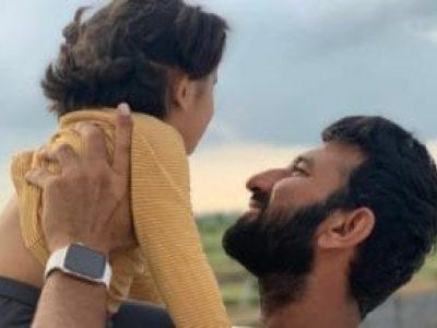 चेतेश्वर पुजारा की बेटी ने ढूंढा पापा के चोटों का इलाज, 2 वर्षीय बच्ची के तरीके पर सोशल मीडिया फिदा!