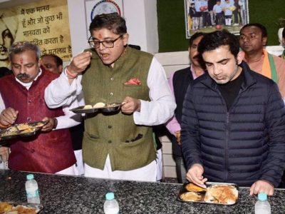 गौतम गंभीर के जन रसोई पहुंचा टीम इंडिया का ये स्टार क्रिकेटर, 1 रुपये में भरपेट खाया!