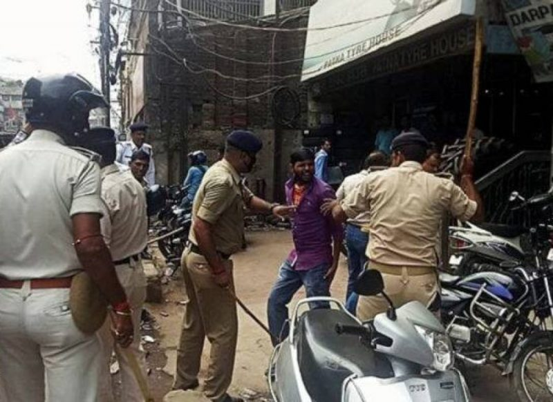 फौजी ने महिला ASI को पीटा, फिर पुलिस वालों ने किया ऐसा काम, वीडियो