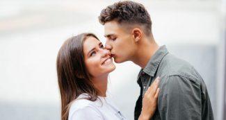 Kiss Day Special: चुंबन से जुड़ी दिलचस्प बातें, एक बार नहीं बार-बार करने के हैं फायदे