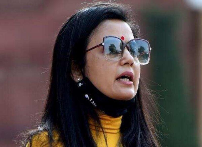 महुआ मोइत्रा- फ्लैट चप्पल नहीं हाई हील्स की शौकीन, लाखों का हैंडबैग लेकर चलती हैं टीएमसी सांसद!