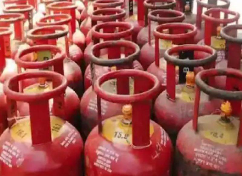 819 रुपये वाला गैस सिलेंडर मिल रहा 119 रु में, ऐसे उठाएं ऑफर का लाभ