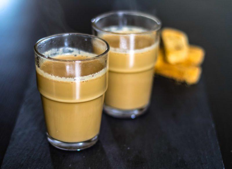 कोलकाता- ये चाय वाला 1000 रुपये में देता है सिर्फ एक कप चाय, वजह है खास!