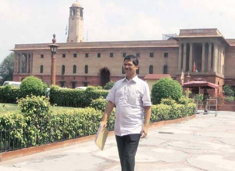 अमिताभ ठाकुर- कभी मैच हारने के बाद धोनी को भेजे पैसे, तो कभी मुलायम सिंह से लिया पंगा!