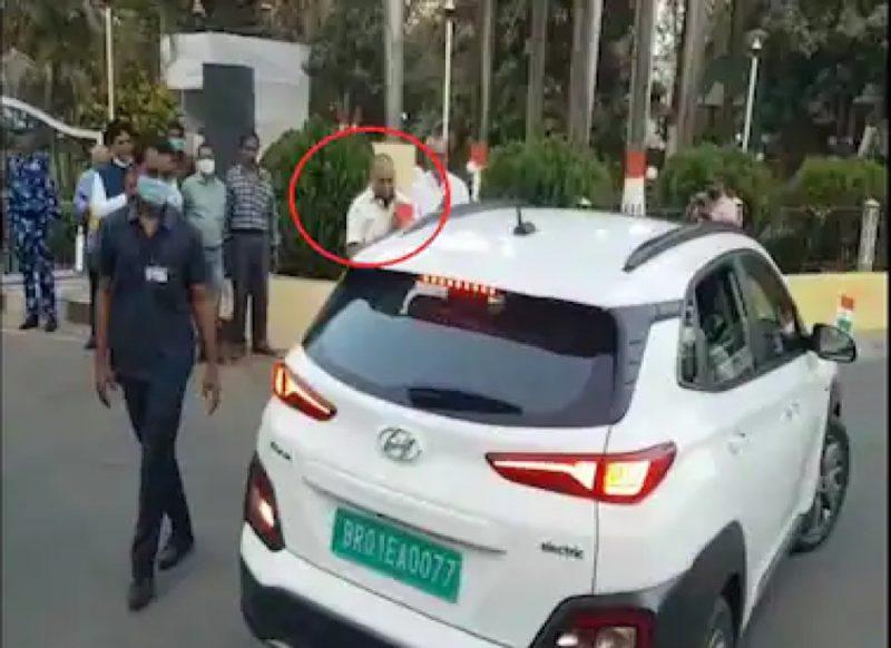 कौन है वो शख्स जिसके लिये विधानसभा से निकलते ही नीतीश कुमार ने रोक दी गाड़ी, छोड़ दिया काफिला?