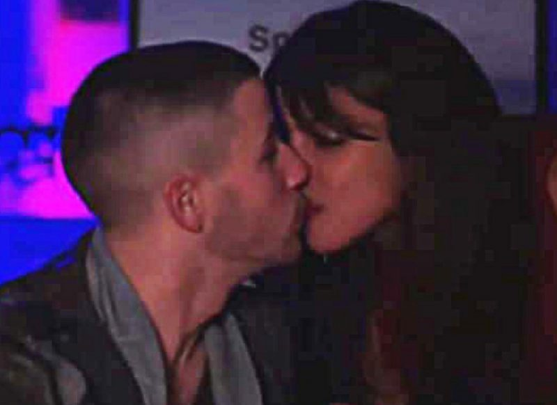 Video: लाइव में निक जोनस को किस करके निकल गईं प्रियंका चोपड़ा जोनस, पति का रिएक्शन ऐसा था