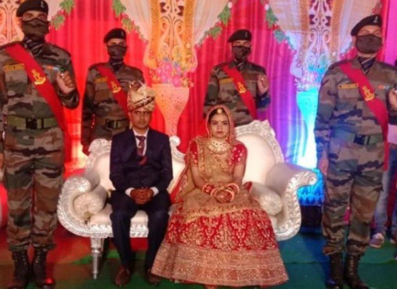 दुल्हन बनी बेटी को शहीद पिता की कमी ना हो इसके लिए शादी में पहुंची पूरी पलटन, हर रस्म निभाई
