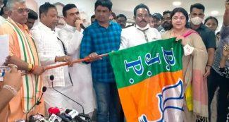 ममता बनर्जी को बहुत बड़ा झटका, चुनाव से 20 दिन पहले इन 5 विधायकों ने छोड़ा साथ, बीजेपी के हो गए