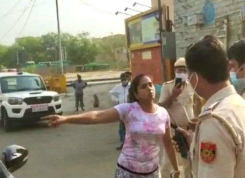 दिल्ली- पुलिस वालों से बदतमीजी करने वाले कपल को नहीं मिला राहत, कोर्ट ने लगाई फटकार