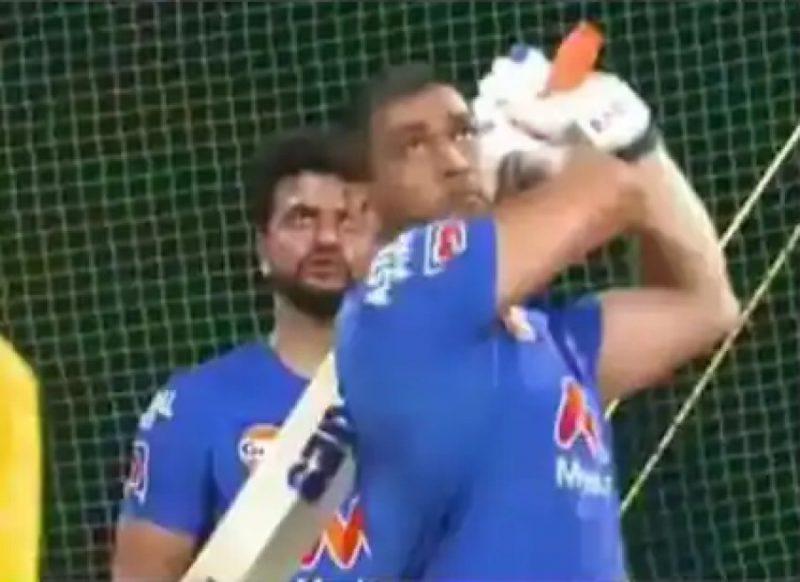 IPL 2021 से पहले धोनी ने लगाये लंबे-लंबे छक्के, वीडियो तेजी से हो रहा वायरल!