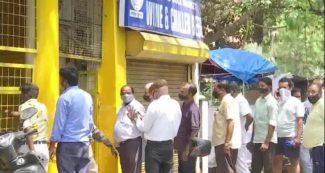 Lockdown in Delhi- दिल्ली में लॉकडाउन से पहले लोगों में शराब खरीदने की होड़, दुकानों के बाहर कतार!