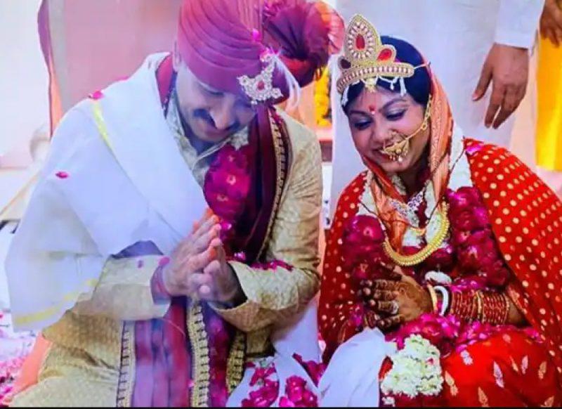मनोज तिवारी की दूसरी शादी की पहली सालगिरह, पत्नी ने ऐसे किया विश, जानिये कौन है सुरभि