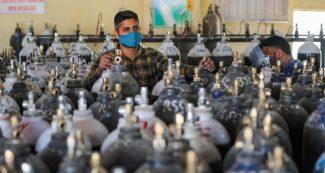 देश में अब नहीं होगा सांसों का संकट, ऑक्सीजन की कमी को पूरा करने के लिए सरकार ने की बड़ी डील