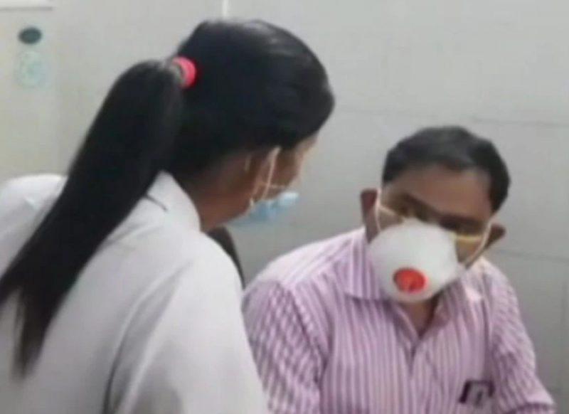 नर्स ने सबके सामने लगाया डॉक्टर को जोरदार थप्पड़, फिर हुई हाथापाई, वीडियो