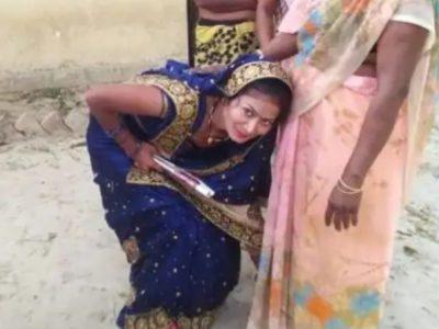 UP पंचायत चुनाव: दुल्हन मुंह दिखाई के नाम पर मांग रही वोट, वादा करने पर दिखा रही चेहरा