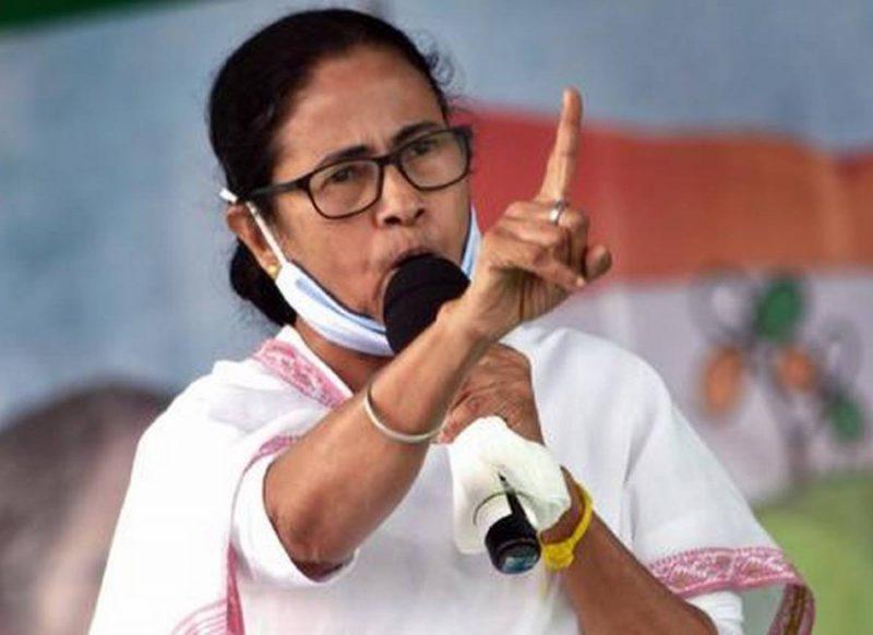 बंगाल चुनाव- अब अजेय नहीं दिख रही ममता बनर्जी, जीवन के सबसे कठिन चुनाव का सामना