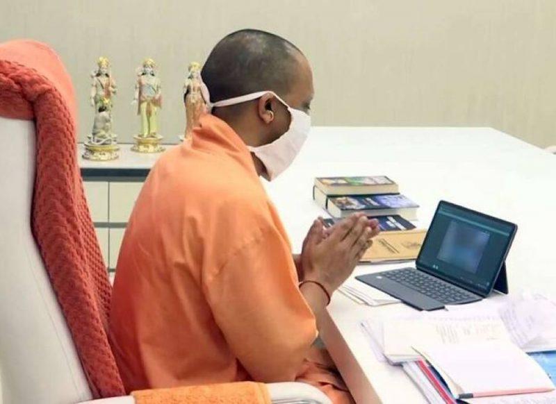 दीवार पर मोदी और टेबल पर हनुमान जी, देखिये अंदर से कैसा है सीएम योगी आदित्यनाथ का ऑफिस