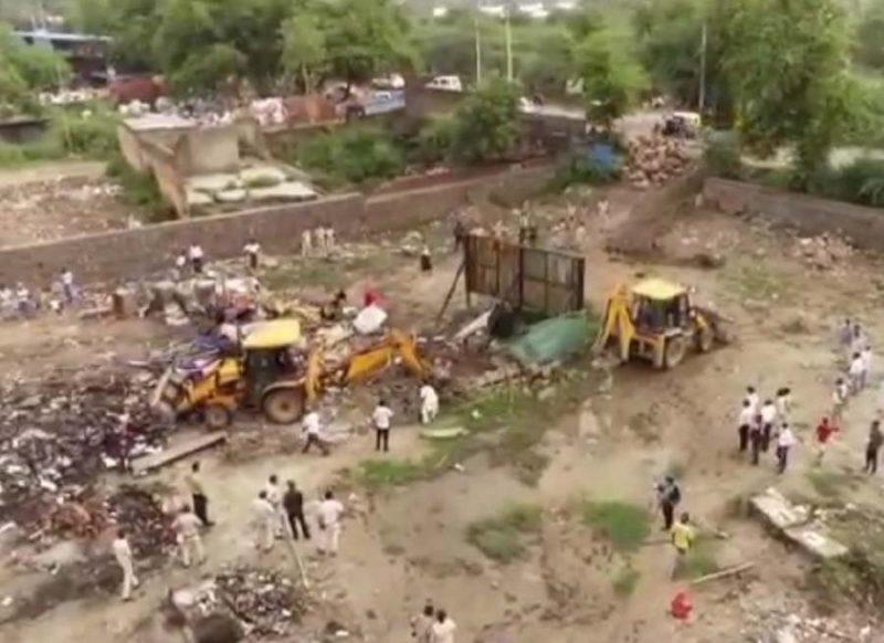 दिल्ली में गरजा योगी का बुलडोजर, रोहिंग्या से खाली कराई 150 करोड़ की जमीन